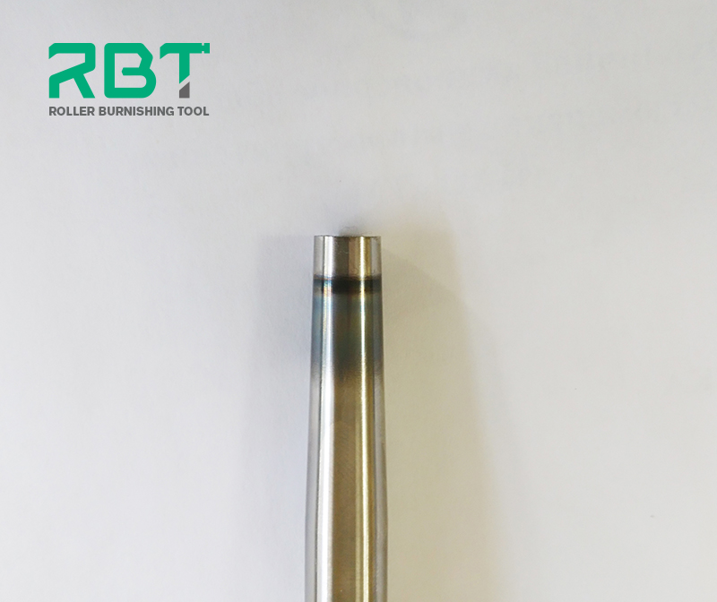 At present, how to use tools correctly during machining is very important. Due to not familiar with tool features during processing and failure to follow the instructions will lead to many unexpected situations. In following, RBT makes an example to illuminate how to correctly use the roller burnishing tool. Processing requirements: Using the through burnishing tool to burnish an inner hole with diameter of φ20, and then to obtain a good finish and wear resistance of the workpiece after burnishing. Workpiece material: VT6 OST 190006-86. Workpiece hardness: 255 to 341HB Tension: 0.07mm (28 divisions on the tool) Spindle speed: 300rpm Feed rate: 210 mm/min Problem description: Using the through burnishing tool to burnishing inner surface of workpiece hole, the through burnishing tool is worn out after processing 10 workpieces, and the roughness of each workpiece is getting worse asymptotically. Solution: As the phenomenon of images, which the roller and axis are blacked, which is caused by burnishing tool is too tight contacting the workpiece, so loosen the adjuster a little bit will be better.